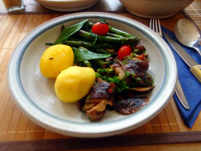 Shitake,Champignon,grüner Spargel,Pellkartoffeln,Rosins Kuchen (20)