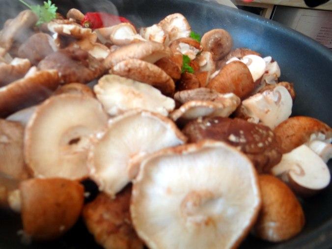 Shitake,Champignon,grüner Spargel,Pellkartoffeln,Rosins Kuchen (6)