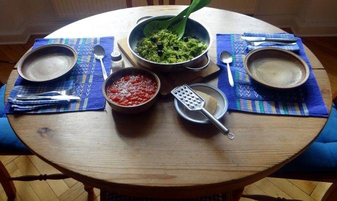 Zucchini Spaghetti mit Oliven,Tomatensoße (2)