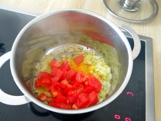 Zucchini Spaghetti mit Oliven,Tomatensoße (6)