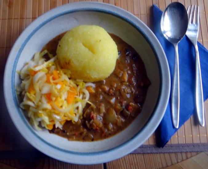 Zwiebelsoße,Klöße,Chicoreesalat (1)