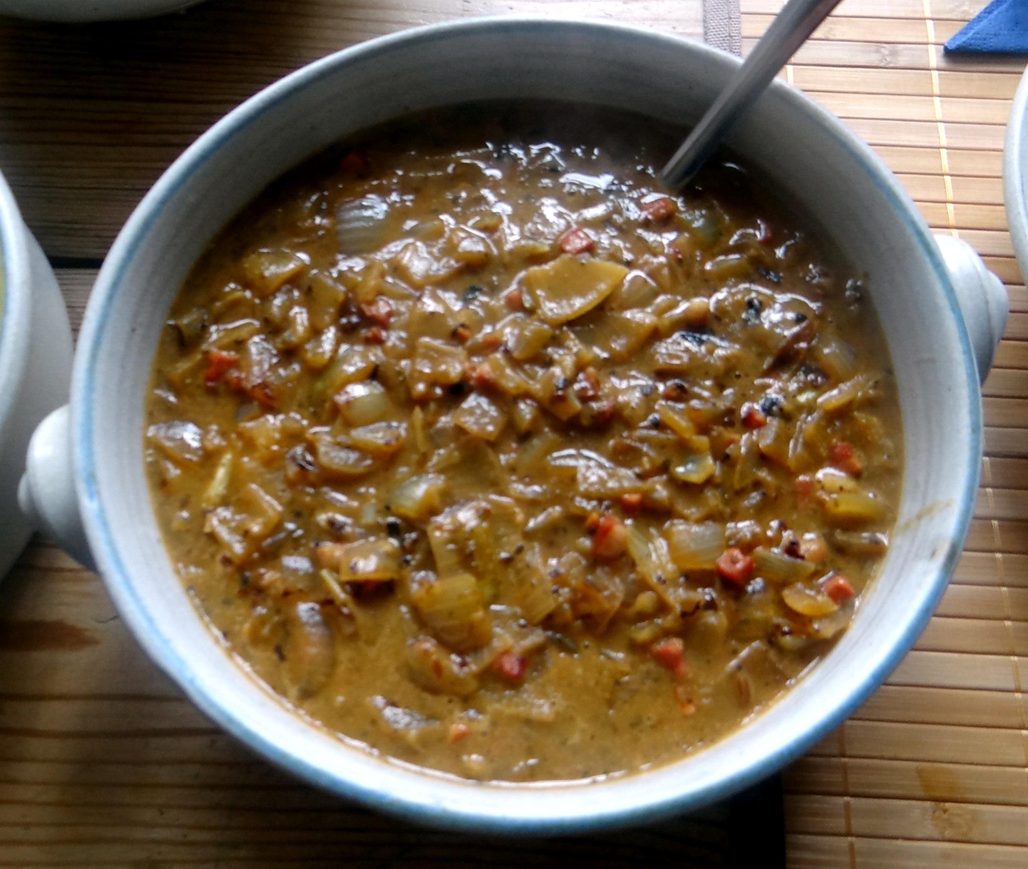 Zwiebelsoße,Klöße,Chicoreesalat (15)