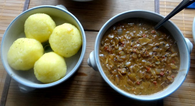 Zwiebelsoße,Klöße,Chicoreesalat (17)