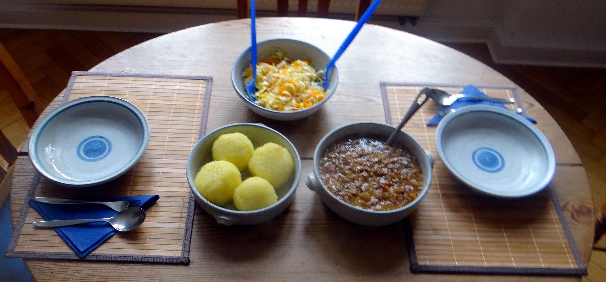 Zwiebelsoße,Klöße,Chicoreesalat (2)