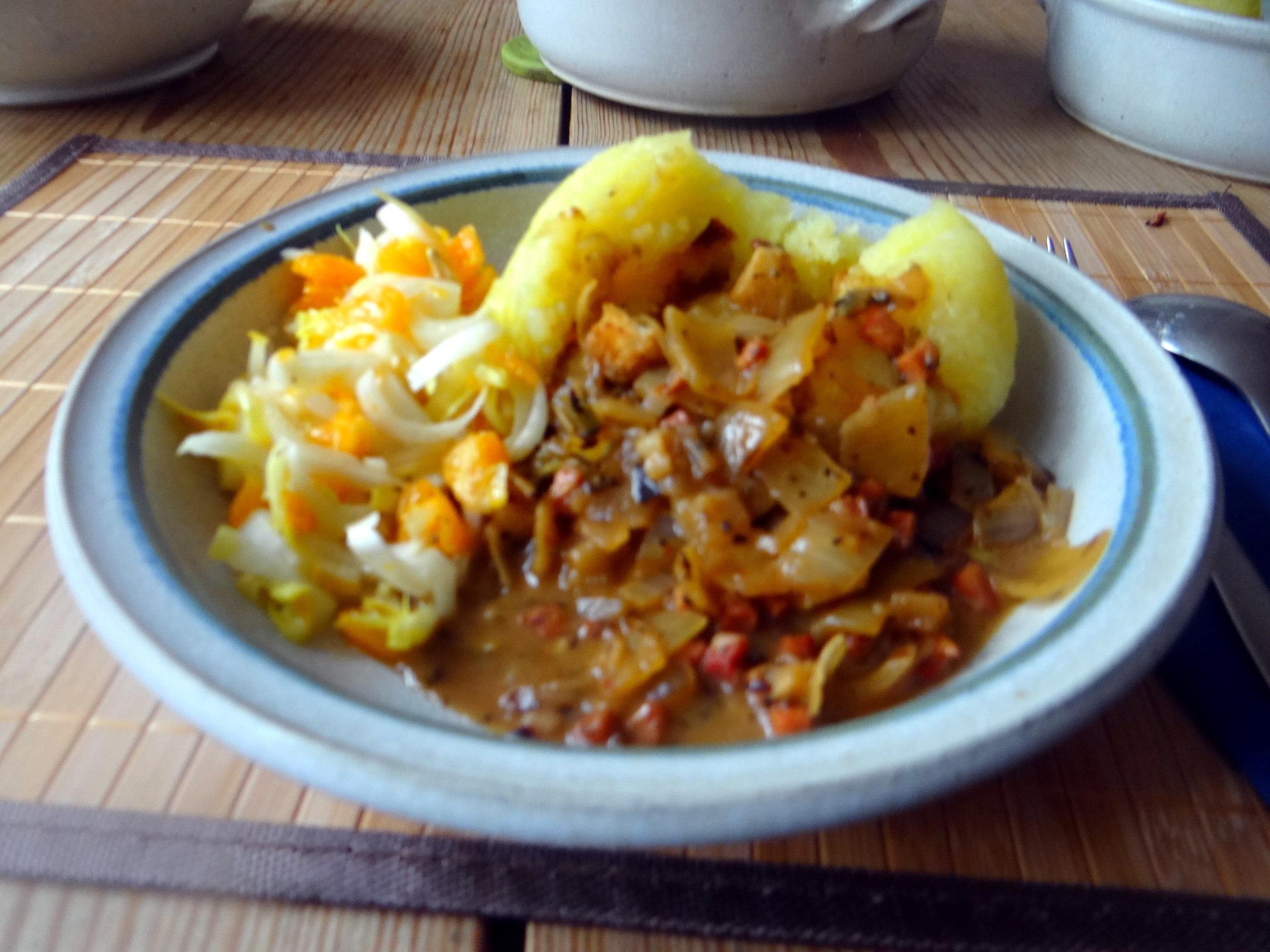 Zwiebelsoße,Klöße,Chicoreesalat (20)