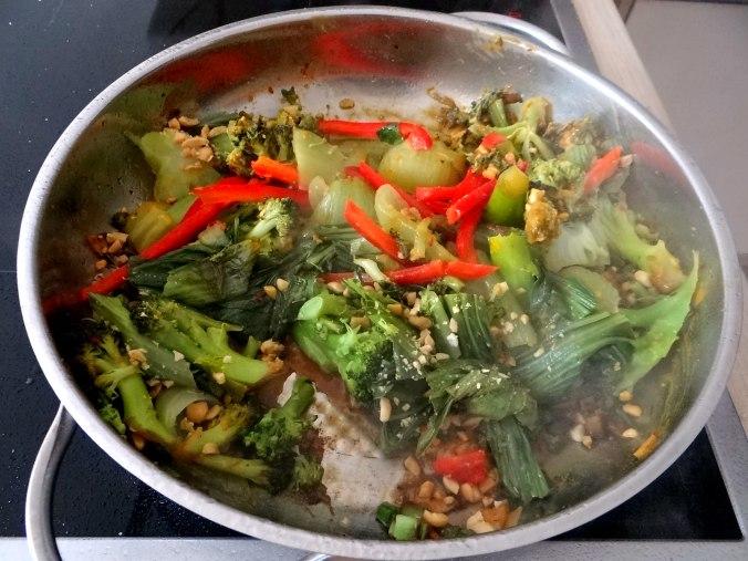 Brokkoli mit Erdnüssen und Glasnudeln (22)