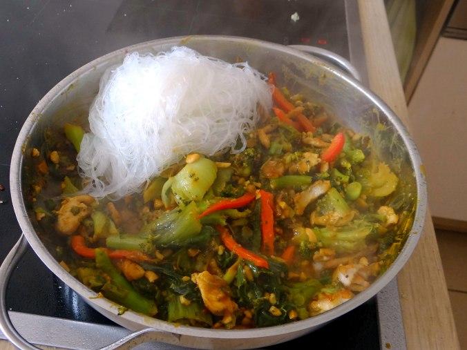 Brokkoli mit Erdnüssen und Glasnudeln (25)