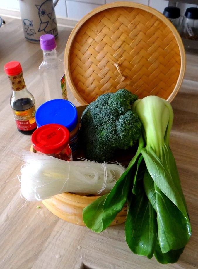Brokkoli mit Erdnüssen und Glasnudeln (8)
