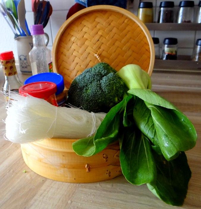 Brokkoli mit Erdnüssen und Glasnudeln (9)