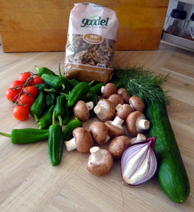 Buchweizen Spirelli,Pimientos,Gurkensalat (1)