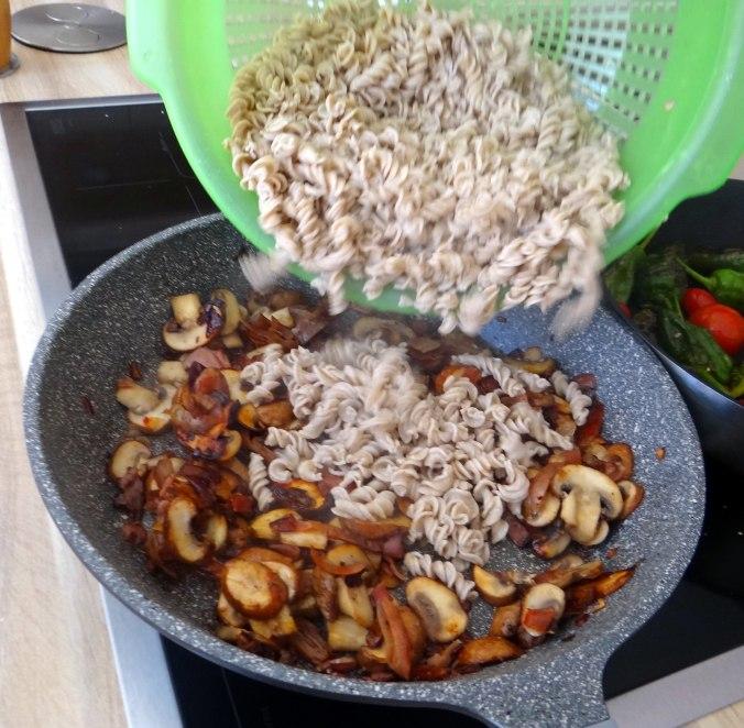 Buchweizen Spirelli,Pimientos,Gurkensalat (11)