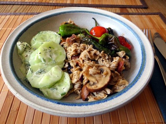 Buchweizen Spirelli,Pimientos,Gurkensalat (18)