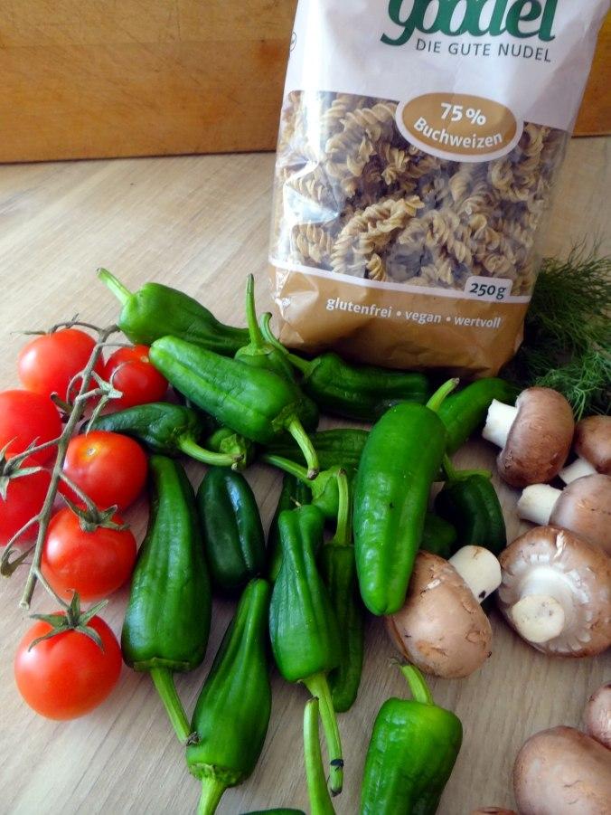 Buchweizen Spirelli,Pimientos,Gurkensalat (2)