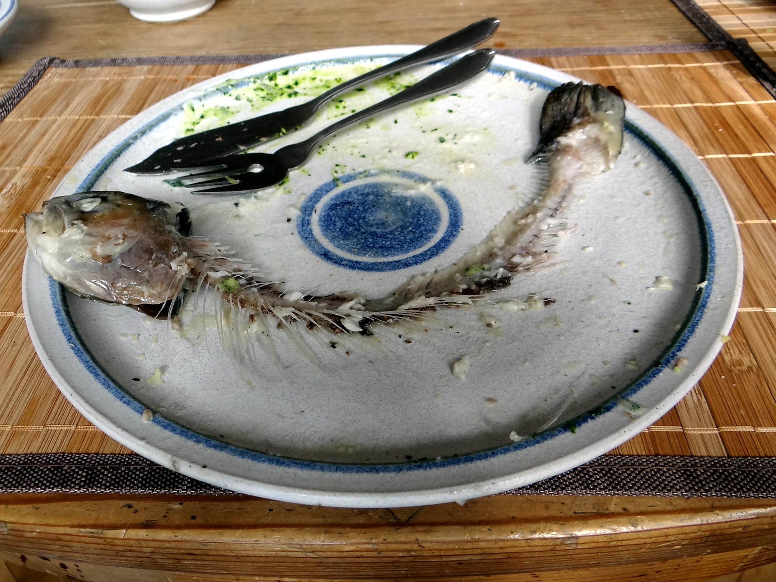 Forelle,Kartoffeln,Salat,Dips (2)