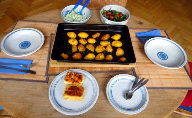 Gebackener Feta,Ofenkartoffel,Pimientos,Gurkensalat,Walleln (2)