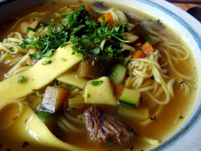 Gemüsesuppe mit Nudeln (1c)