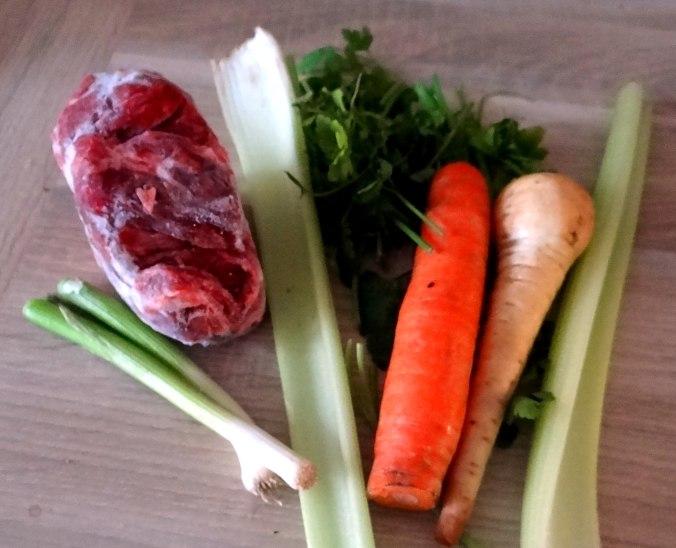 Gemüsesuppe mit Nudeln (1f)