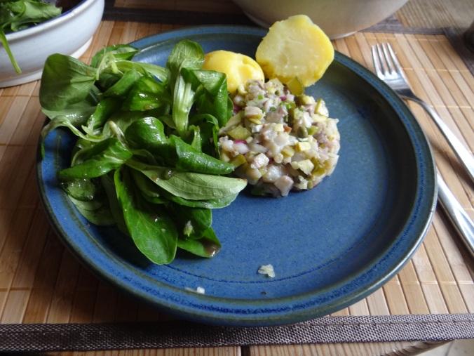 Matjes Tatar,Salate,Pellkartoffeln (18)