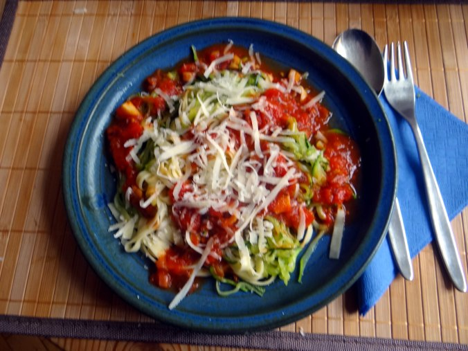 Nudeln,Zucchini Nudeln,Tomaten Soße (1)