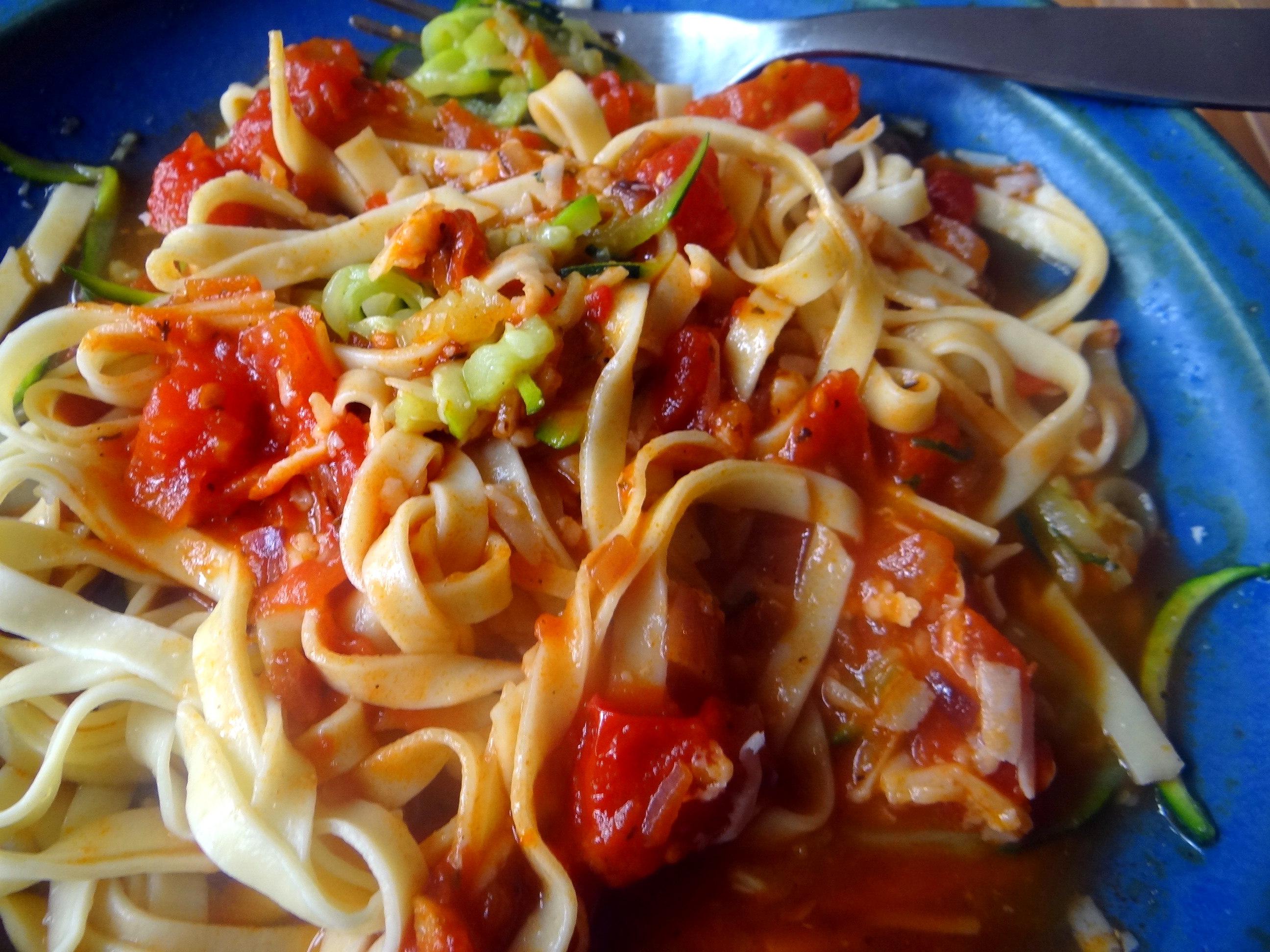 Nudeln,Zucchini Nudeln,Tomaten Soße (19)