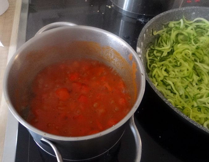Nudeln,Zucchini Nudeln,Tomaten Soße (6)