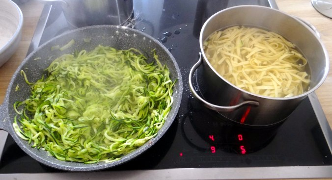 Nudeln,Zucchini Nudeln,Tomaten Soße (9)