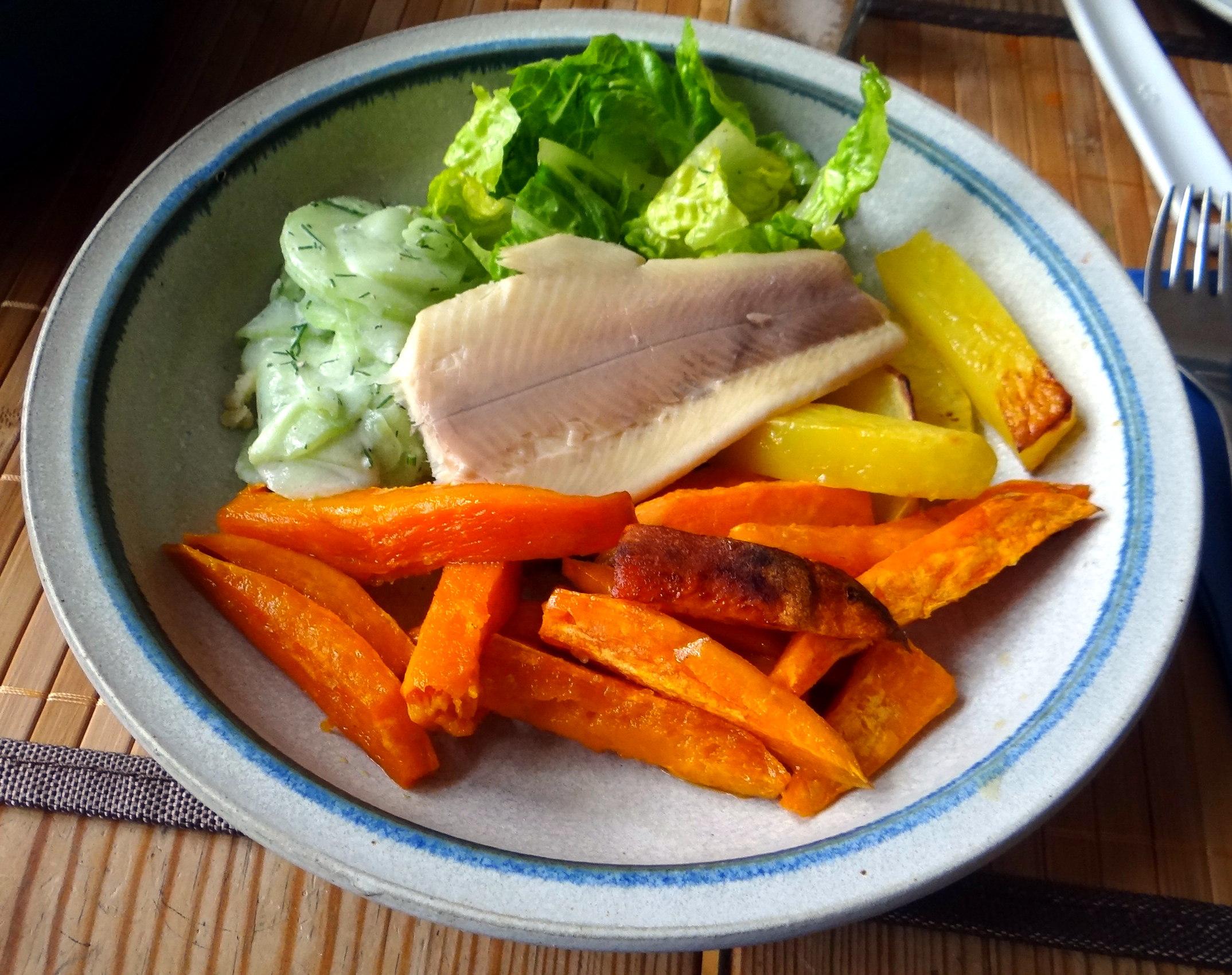 Süßkartoffel Pommes,Salate,Obszsalat (15)