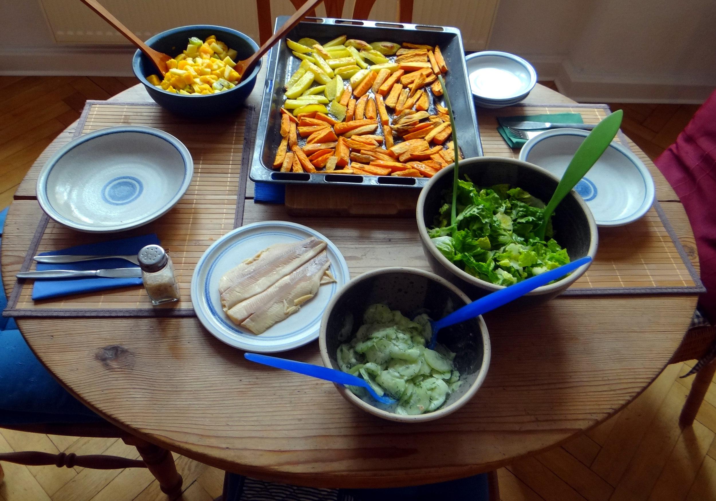 Süßkartoffel Pommes,Salate,Obszsalat (2)