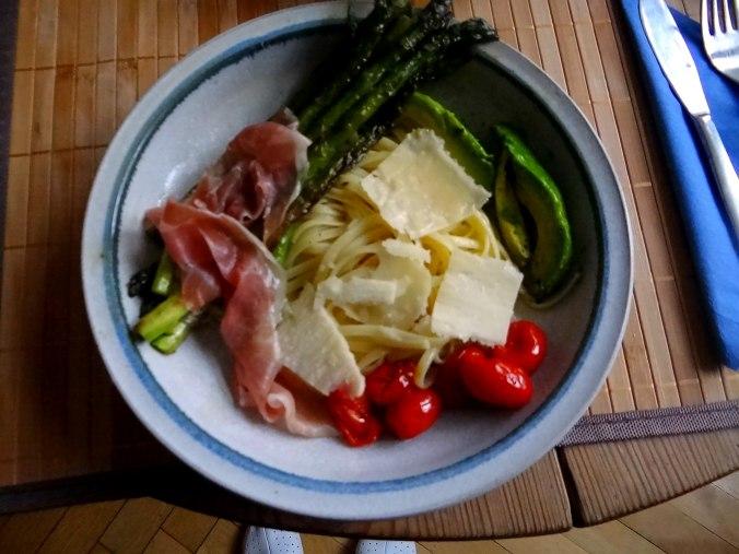 Spaghetti,Grana Padano,Prosciutto di San Daniele,grüner Spargel,Bärlauchpesto,Avocado (16)