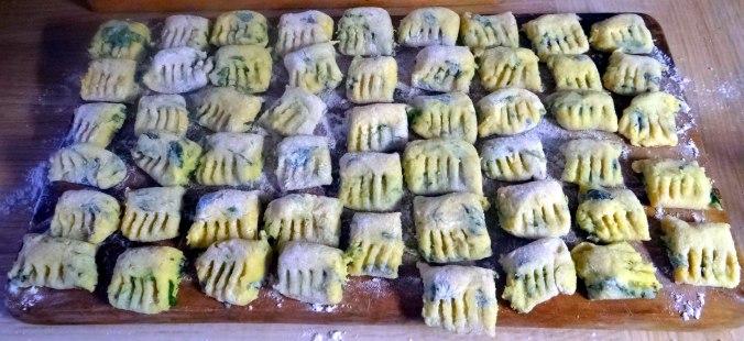 Basilikum Gnocchi mit Tomatensauce und Salaten (11)