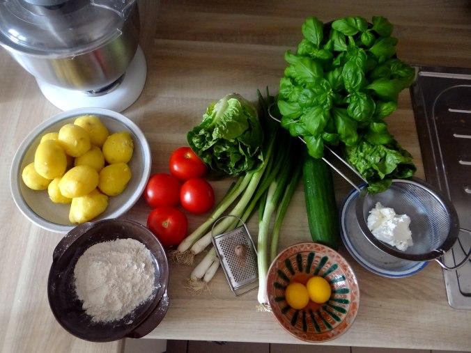 Basilikum Gnocchi mit Tomatensauce und Salaten (4)