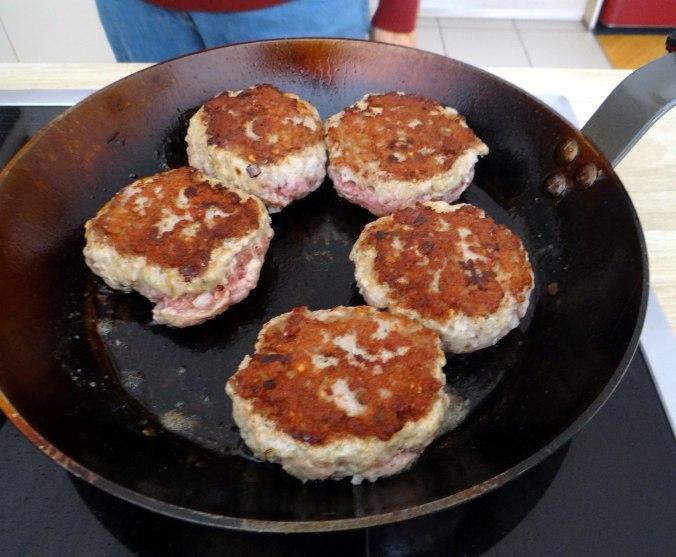 Frikadelle,Champignon,Gurkensalat,Feldsalat,Erdbeeren (8)
