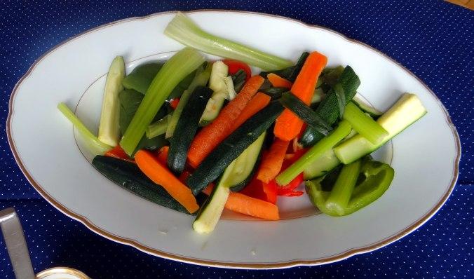 Gado Gado,Reisnudeln,gedämpftes Gemüse,Rührkuchen (17)