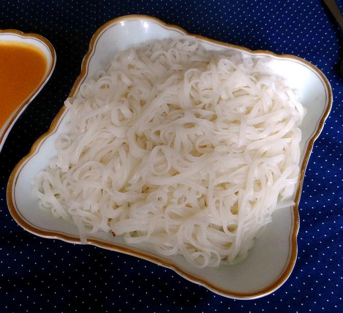 Gado Gado,Reisnudeln,gedämpftes Gemüse,Rührkuchen (22)