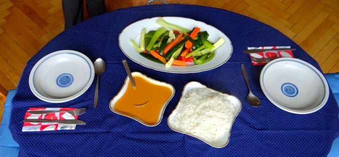 Gado Gado,Reisnudeln,gedämpftes Gemüse,Rührkuchen (3)
