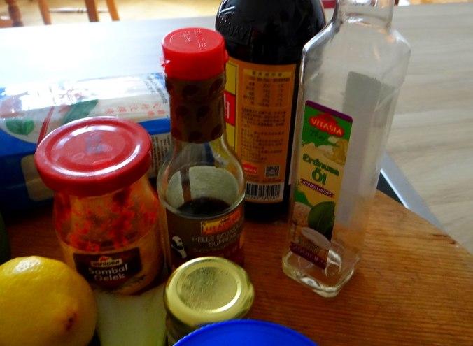 Gado Gado,Reisnudeln,gedämpftes Gemüse,Rührkuchen (6)