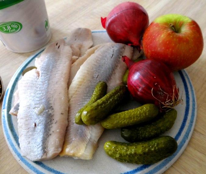 Marinierte Matjes,Gurkensalat,Pellkartoffeln,Crepe (6)