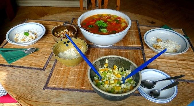 Minestra mit Bleichsellerie un Paprika,Obstsalat,vegetarisch (16)