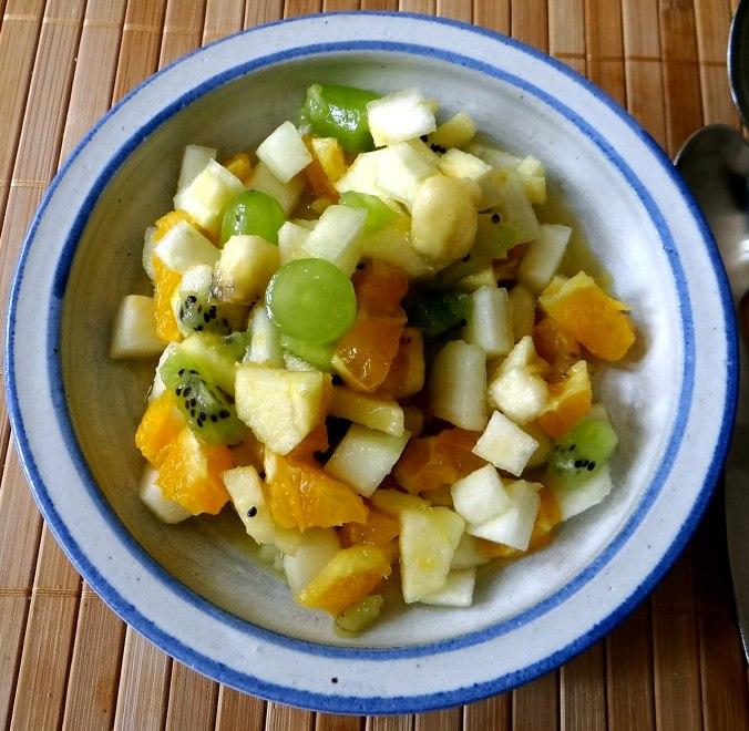 Minestra mit Bleichsellerie un Paprika,Obstsalat,vegetarisch (24)