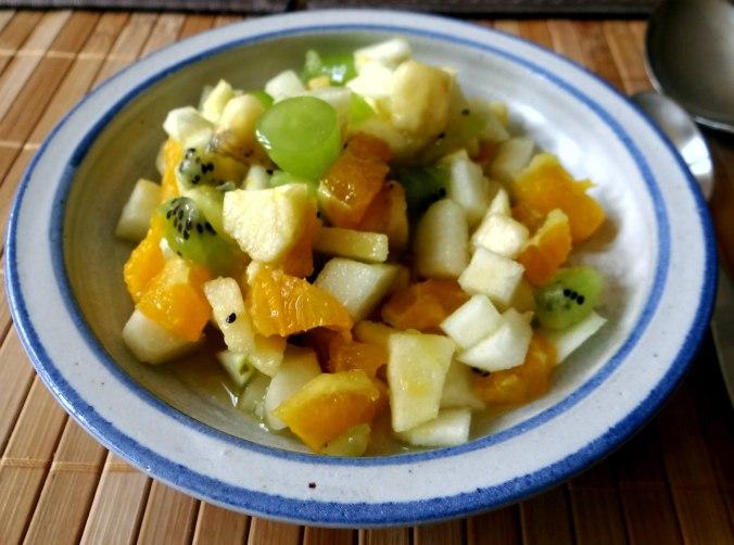 Minestra mit Bleichsellerie un Paprika,Obstsalat,vegetarisch (25)