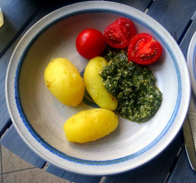 Neue Kartoffeln,Wildkräuter Pesto (2