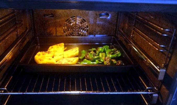 pochiertes Ei,Pimientos,grüner Spargel,Polenta,Kochschinken,Obstsalat,vegetarich (16)