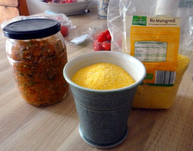 pochiertes Ei,Pimientos,grüner Spargel,Polenta,Kochschinken,Obstsalat,vegetarich (9)
