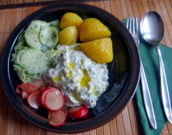 Quak,Gurkensalat,Radieschensalat,Pellkartoffeln,vegetarisch (1)