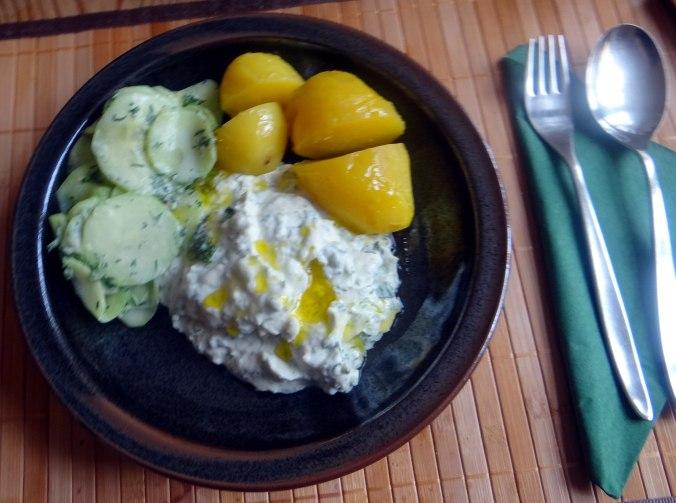Quak,Gurkensalat,Radieschensalat,Pellkartoffeln,vegetarisch (10)