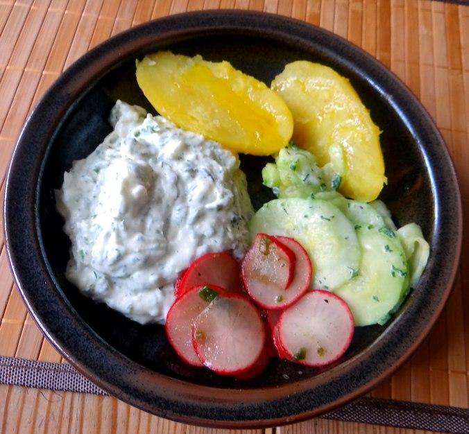 Quak,Gurkensalat,Radieschensalat,Pellkartoffeln,vegetarisch (11)