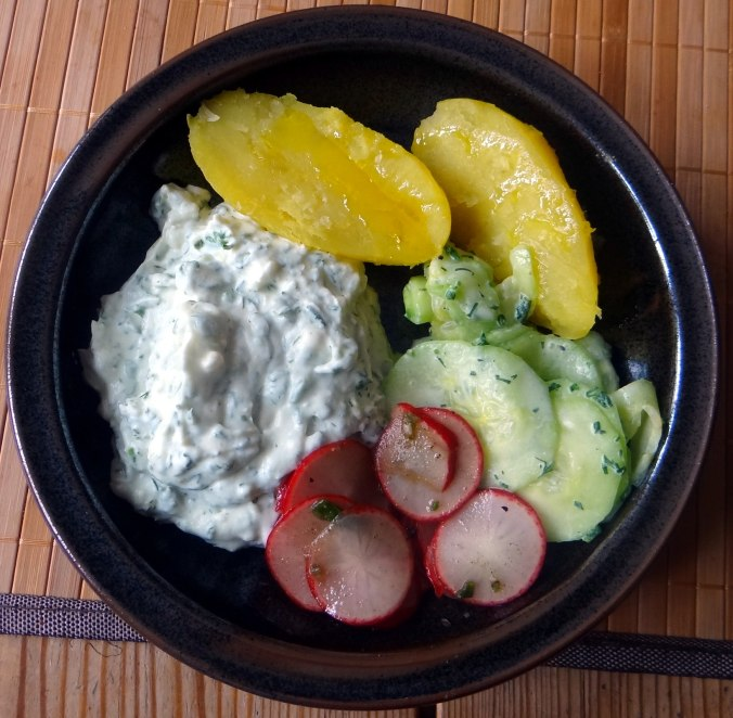 Quak,Gurkensalat,Radieschensalat,Pellkartoffeln,vegetarisch (2)