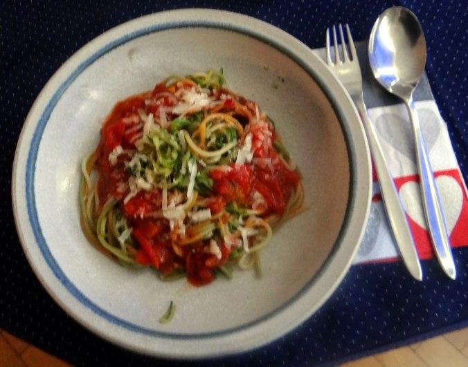 Zucchini Zoodles,Spaghetti,Tomatensauce (2)