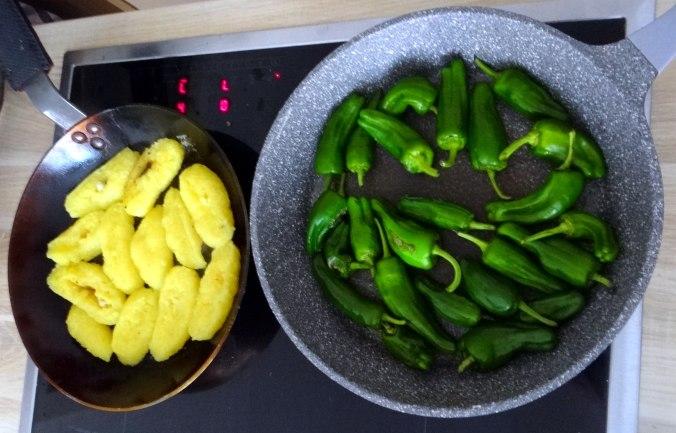 Gebratene Kloßscheiben,Schinkensauce,Salat,Erdbeeren (14)