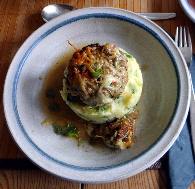 Gefüllte Portobello,Kartoffelstampf mit Rucola,Salate (1)